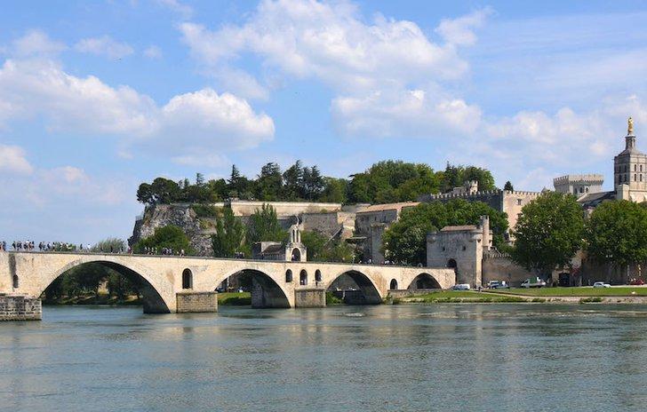 _Sur_le_Pont_d'Avignon.jpg
