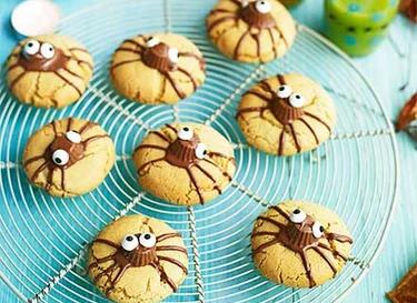 Spooky spider biscuits